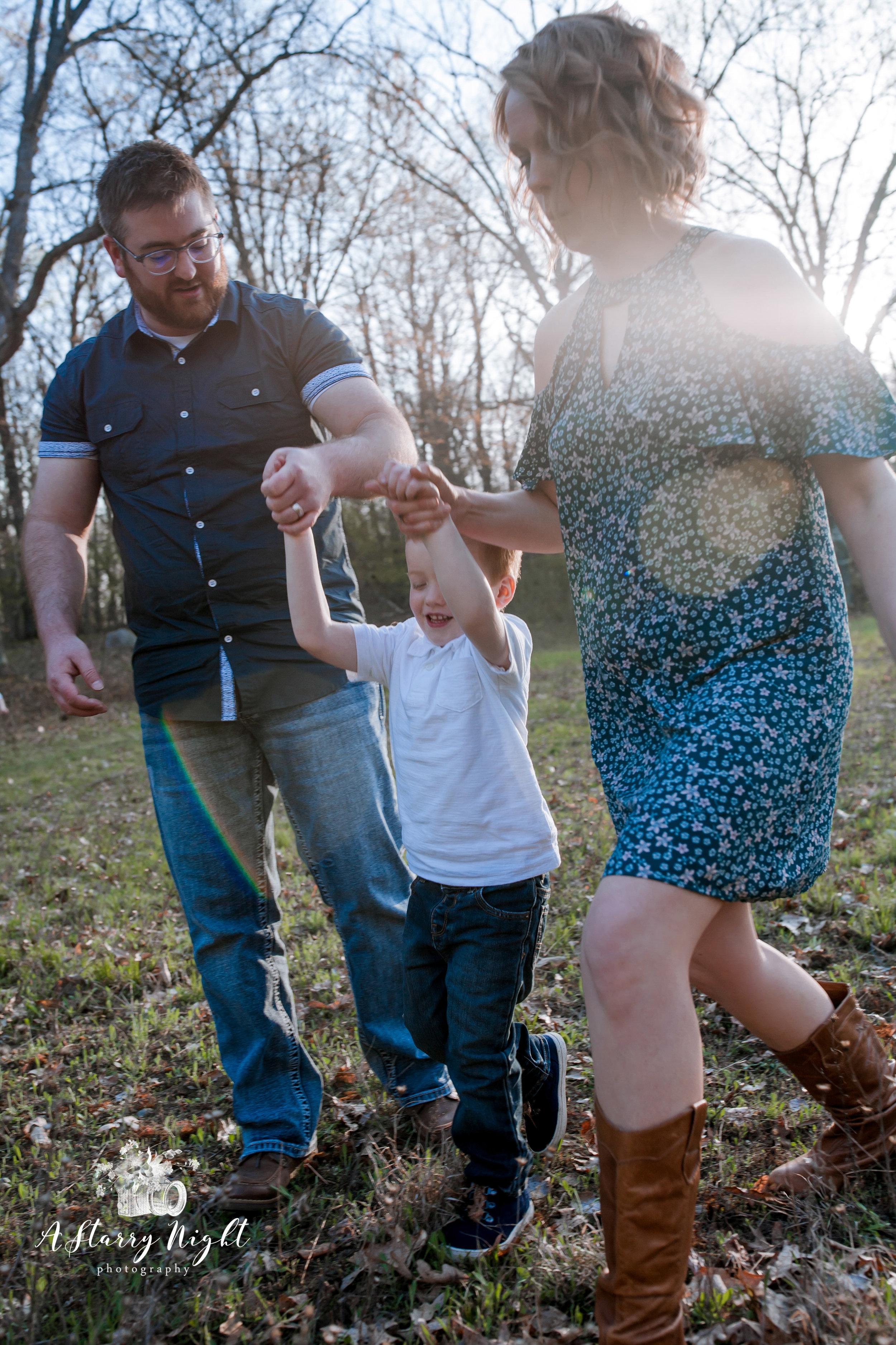 Clare-Midland-Michigan-Family-Photography-swinging.jpg