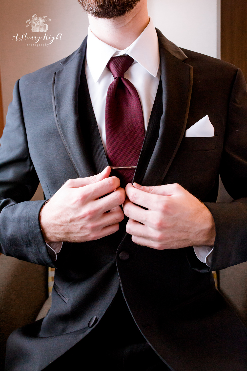 groom-wedding-tux-tie-holiday-inn-birch-run.jpg