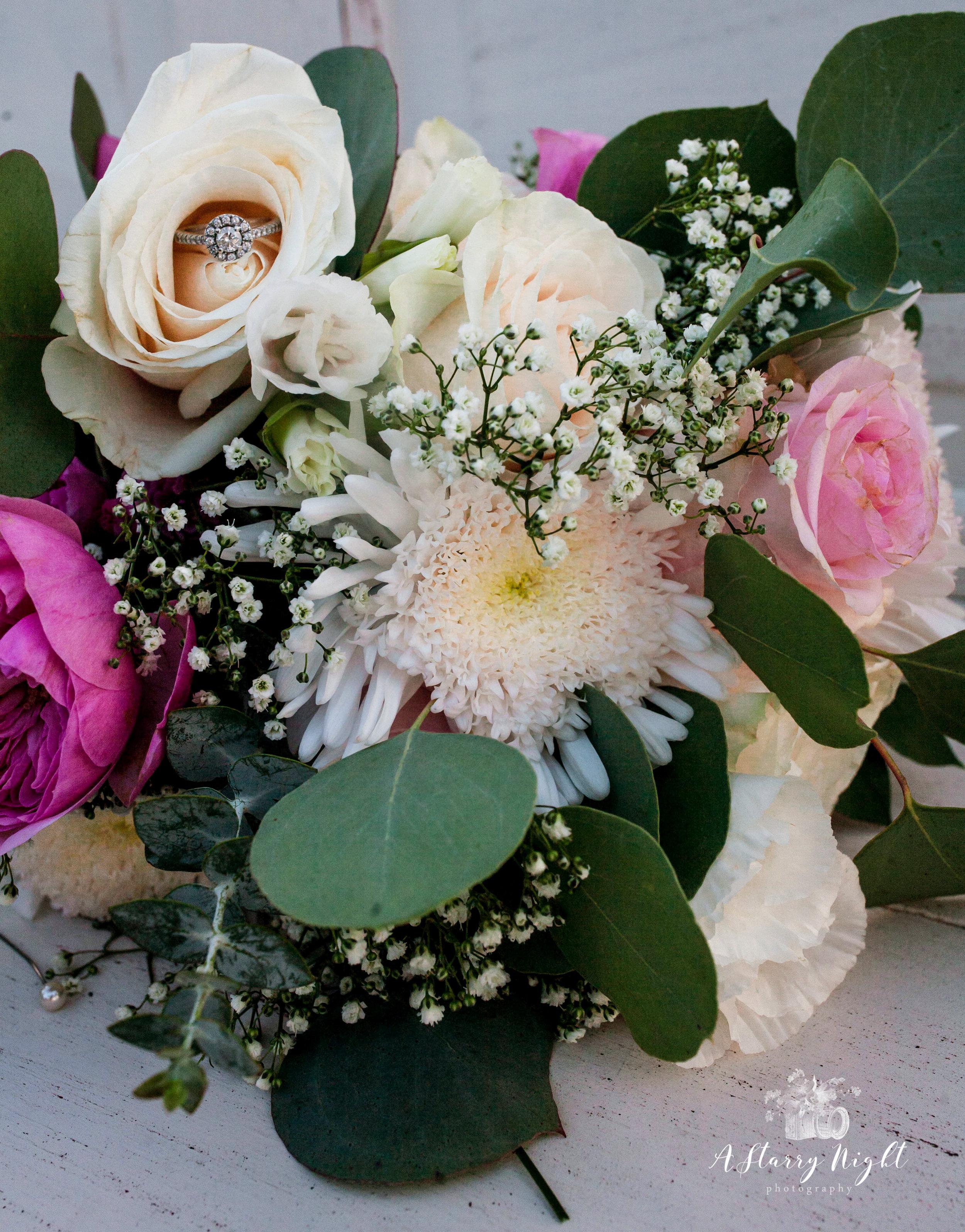 bridal-bouquet-gaylord-wedding-sonshine-barn.jpg