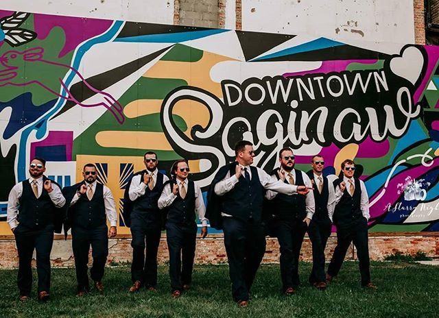 🎶Now walk it out 🎶  #saginawesome #tricity #weddingphotographer #fallwedding #michiganweddingphotographer #weddetroit #artwork #groomsmen #lifestylephotography #wonderlust #groom