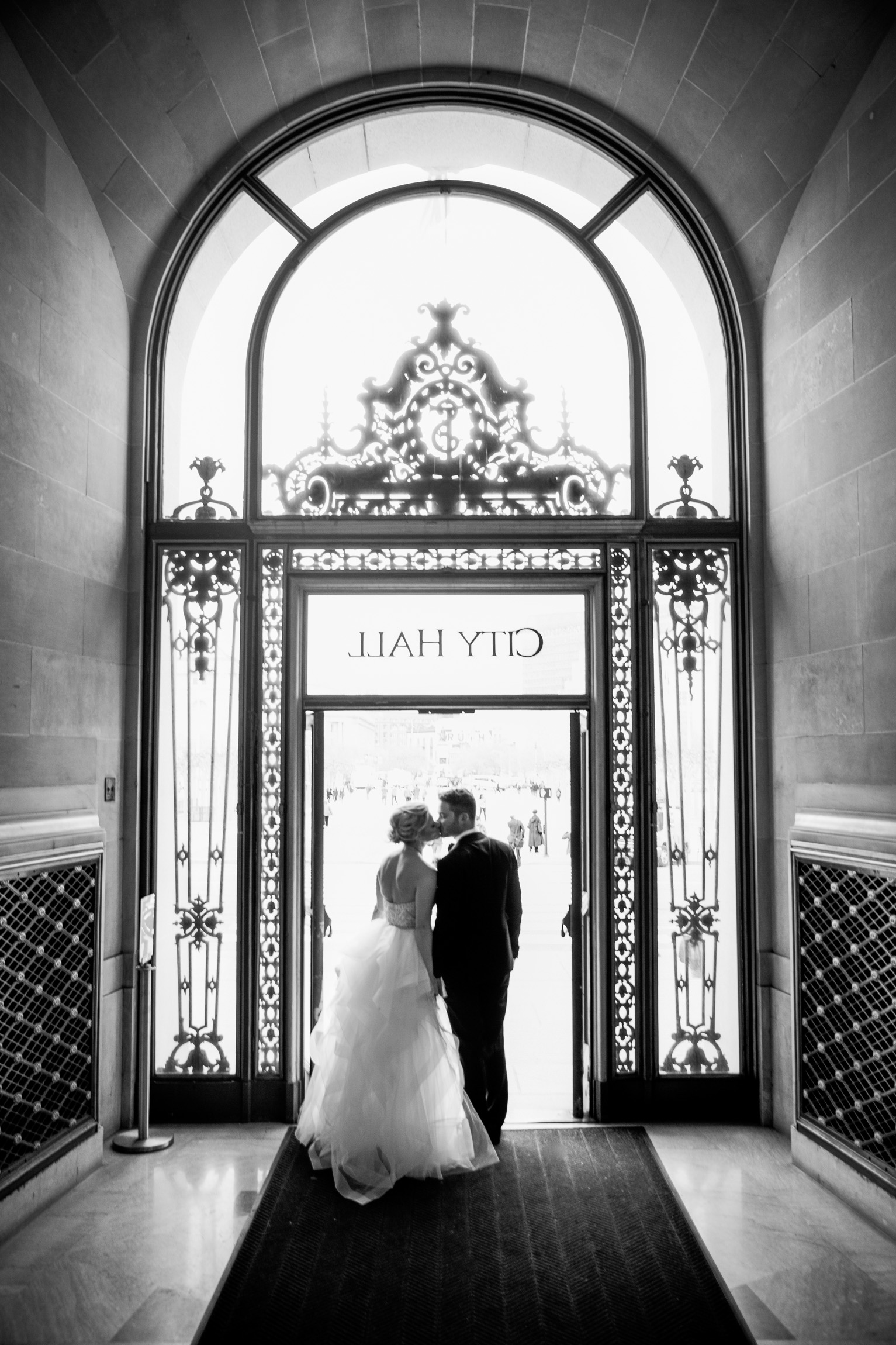 010_janaeshieldsphotography_sanfrancisco_cityhall_weddings.jpg