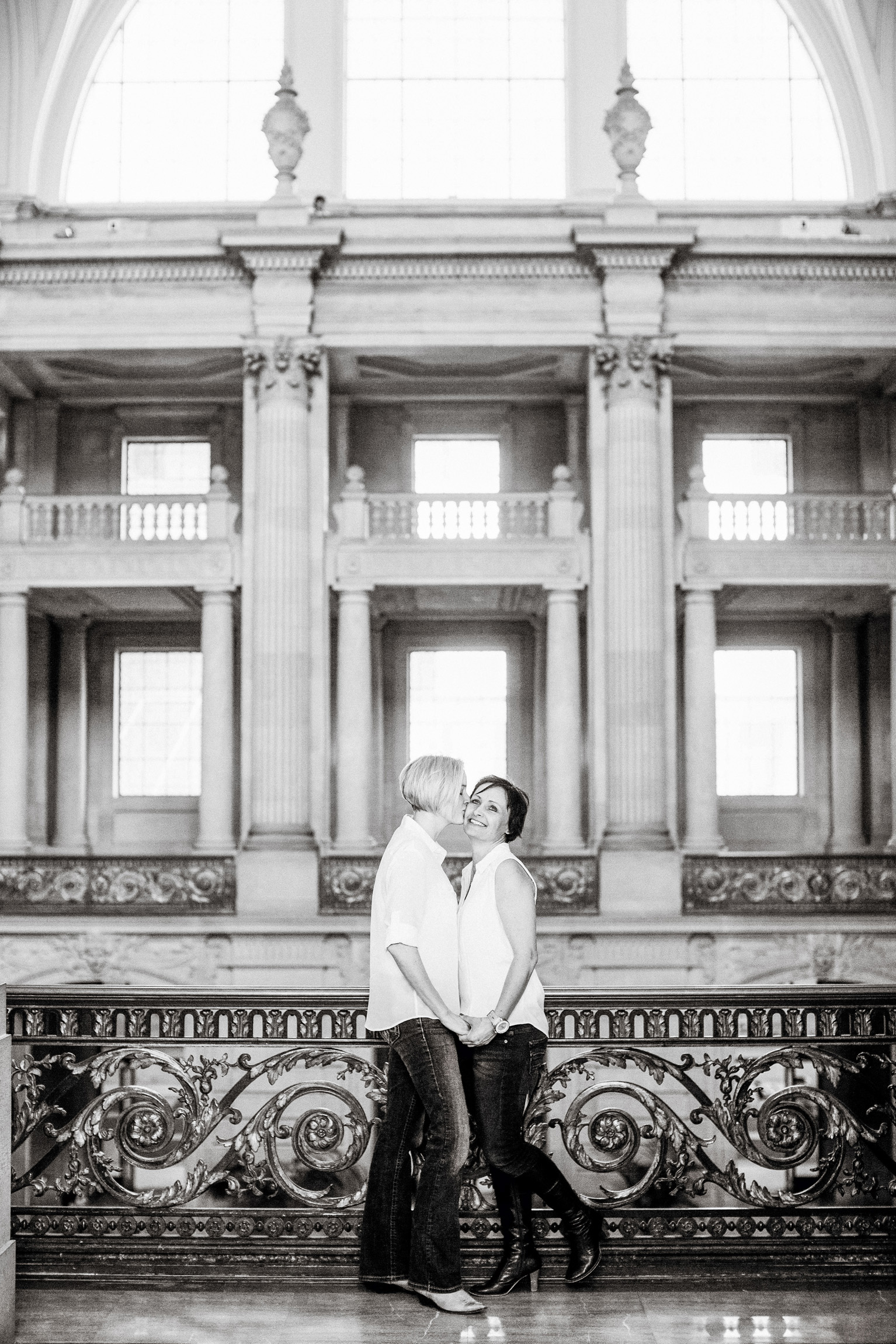 011_janaeshieldsphotography_sanfrancisco_cityhall_weddings.jpg