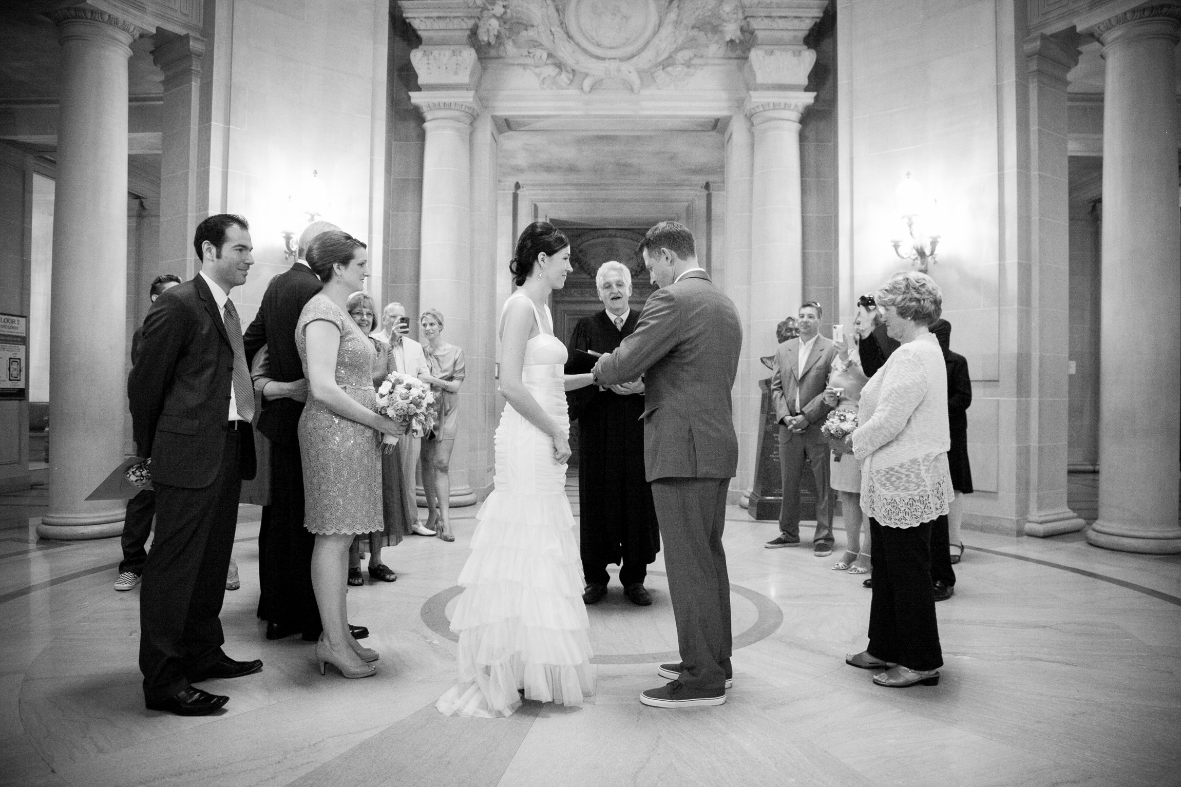 012_janaeshieldsphotography_sanfrancisco_cityhall_weddings.jpg