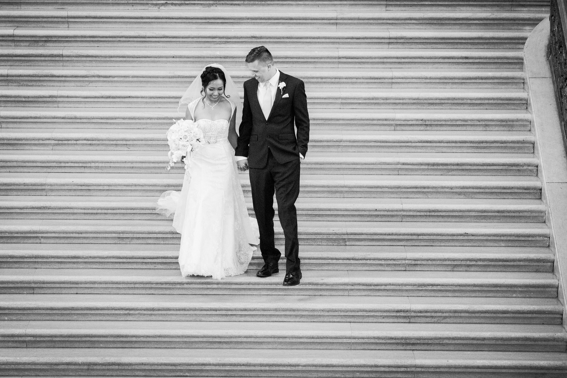 017_janaeshieldsphotography_sanfrancisco_cityhall_weddings.jpg