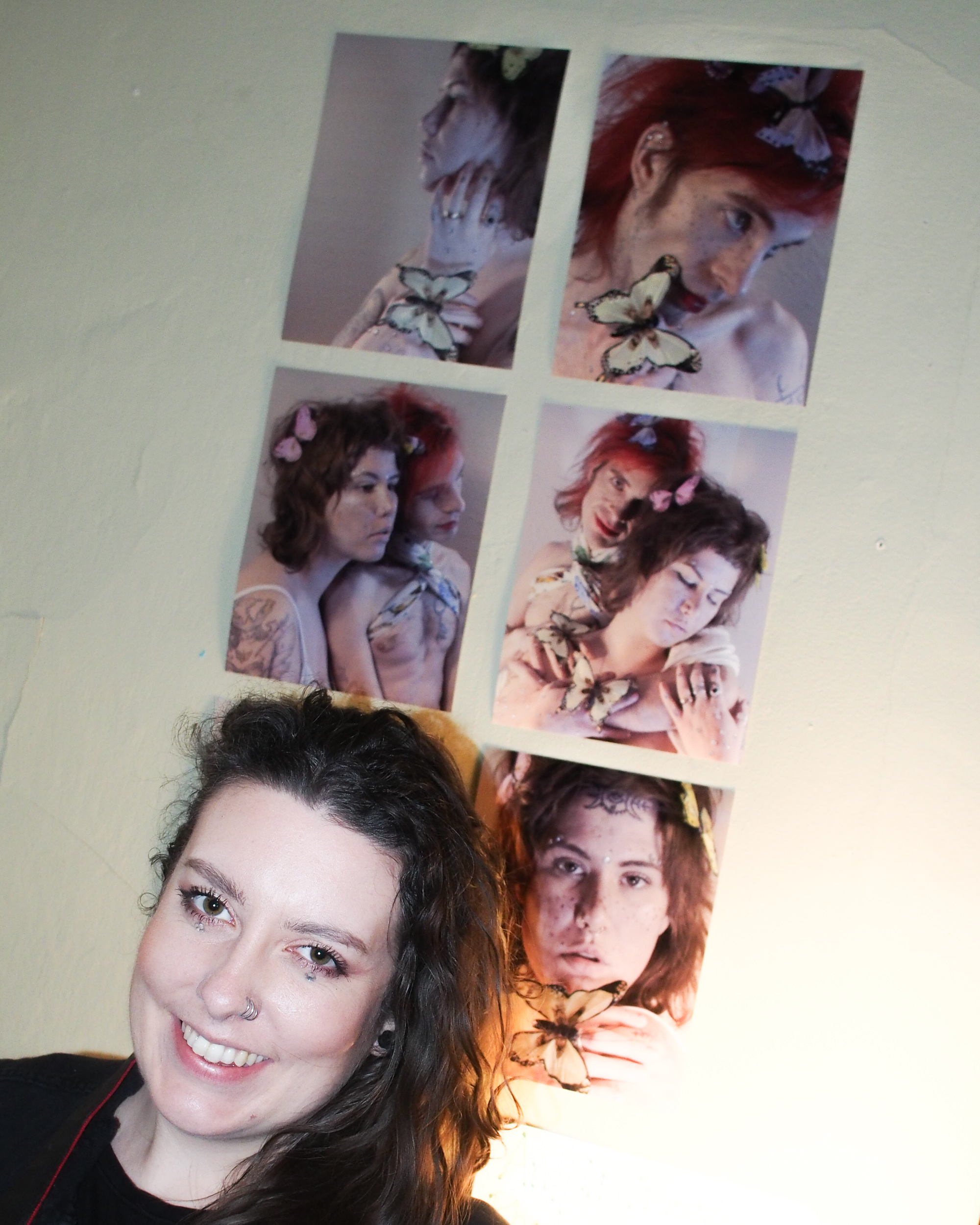 Angelia (@angeliarossberg_photography) poses in front of her dreamy photos of Mary Jo Carter and J