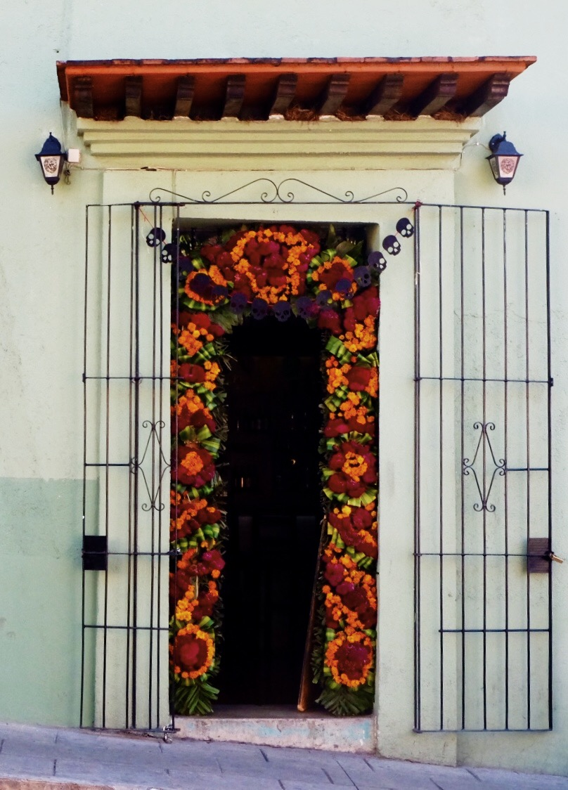 The discrete entrance of brewery La Santisima Flor De Lupulo.