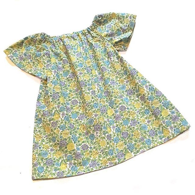 You can't go wrong with vintage floral! There is one dress available in this cotton, size 2/3t 💚 $20