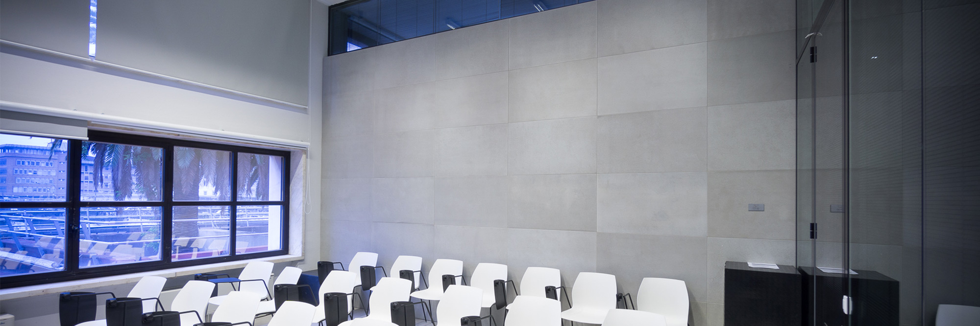 conclad-top-2000x667-parete-sedie.jpg