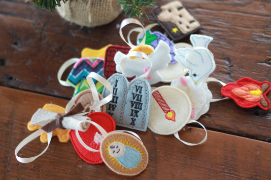 jesse-tree-advent-christmas-holiday-family-tradition-orniments.jpg