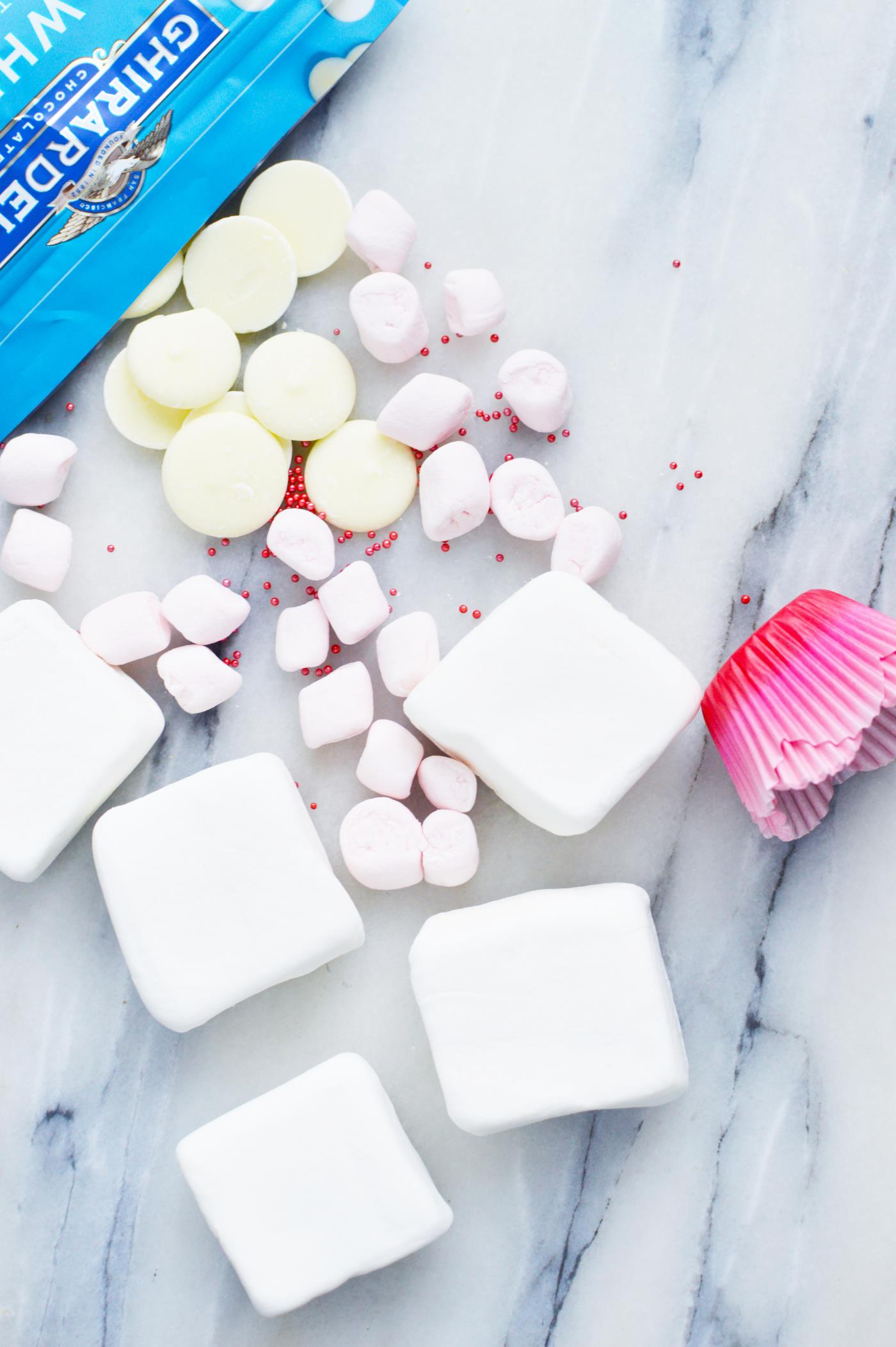 white-chocolate-dipped-marshmallows-kids-activity-valentines-day-recipe-treat
