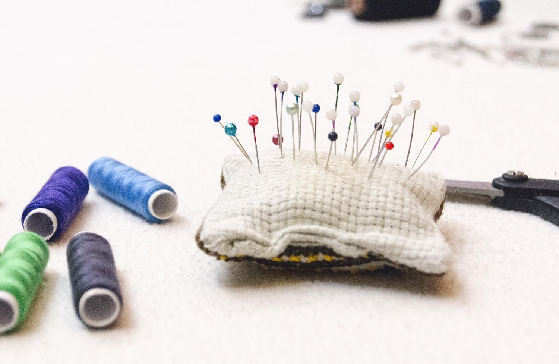 night-sewing-pins-color-85890.jpg