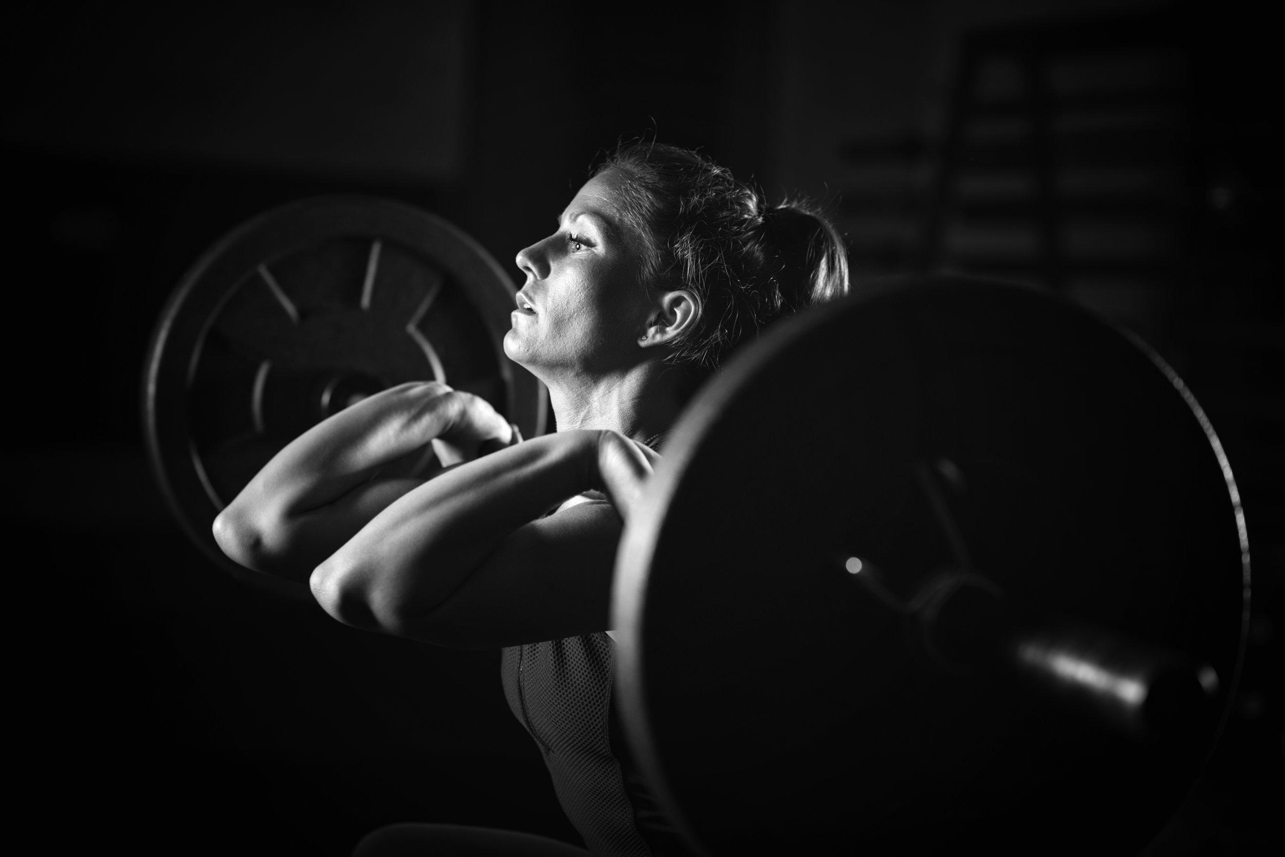 woman-weightlifting-on-training-P93XX2S.jpg
