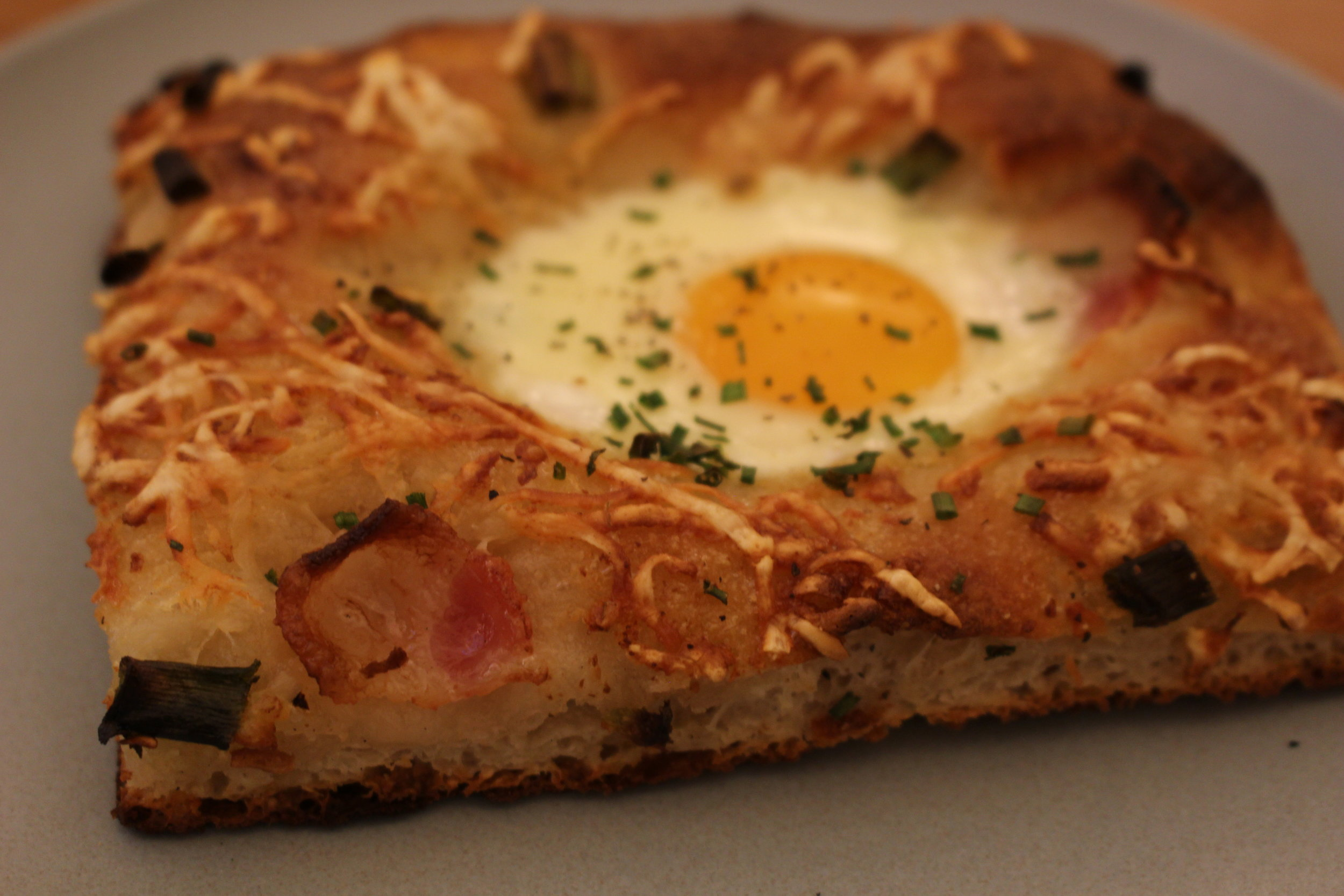 Breakfast pizza with Hill's Bacon, green onion, creme fraiche and an egg (TP).