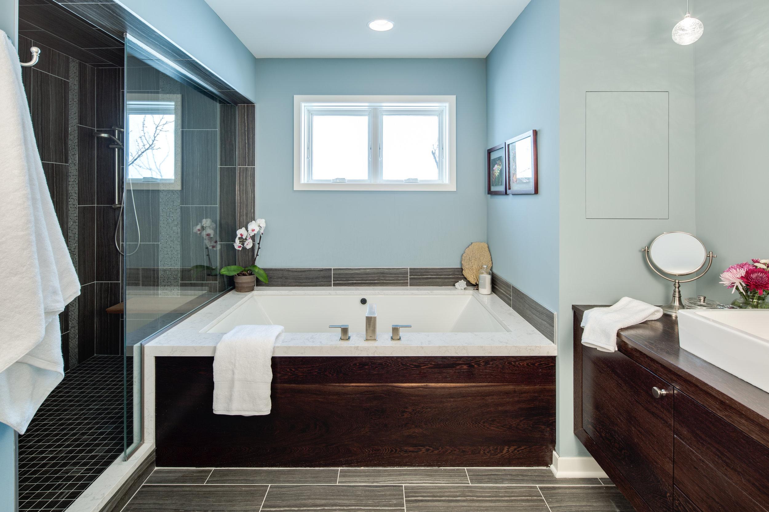 11 Modern Master Bath.jpg