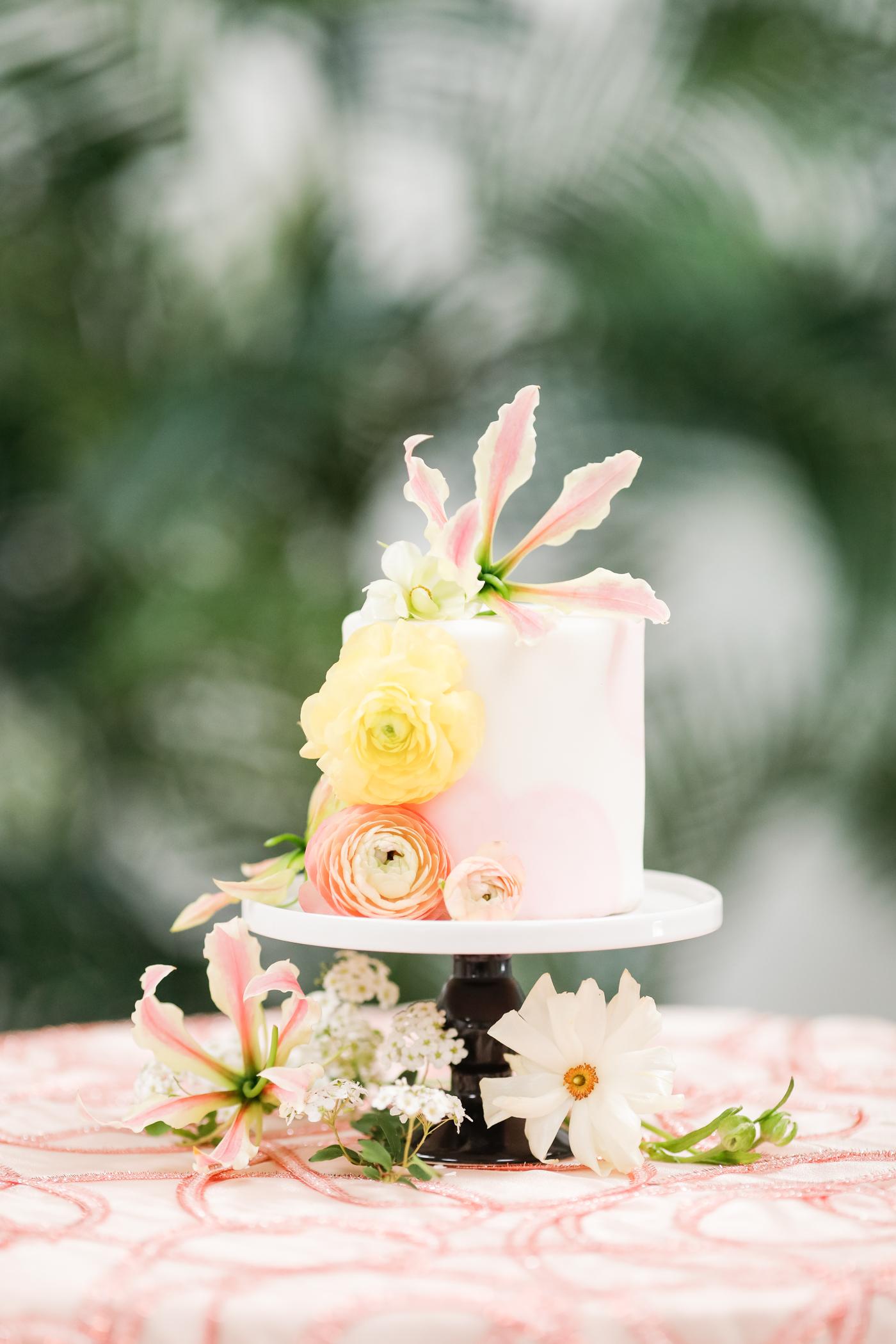 Cute and elegant wedding cake
