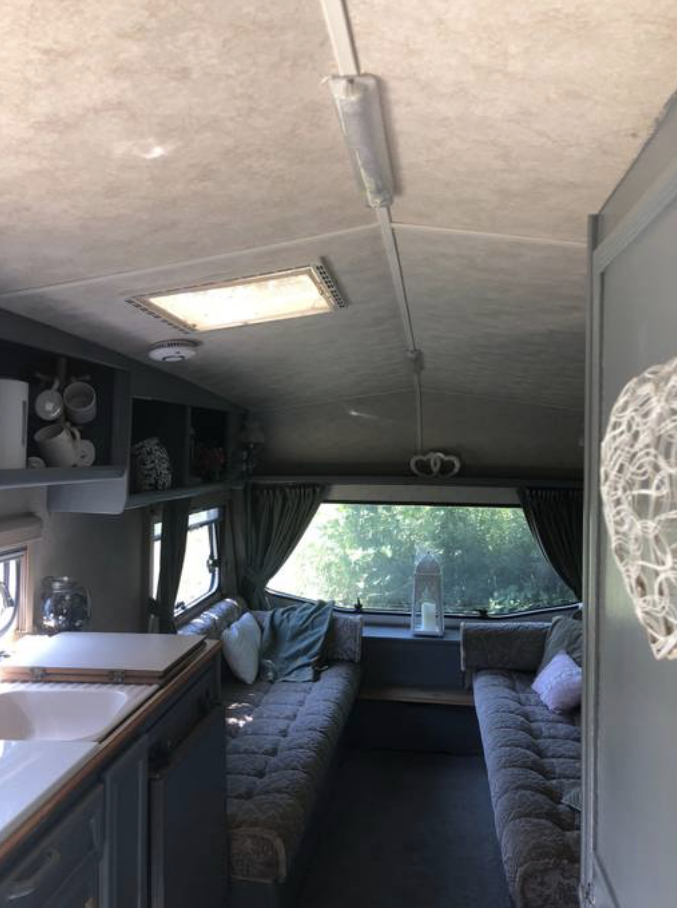 Paryfield Dorset Retro Caravan 3.png