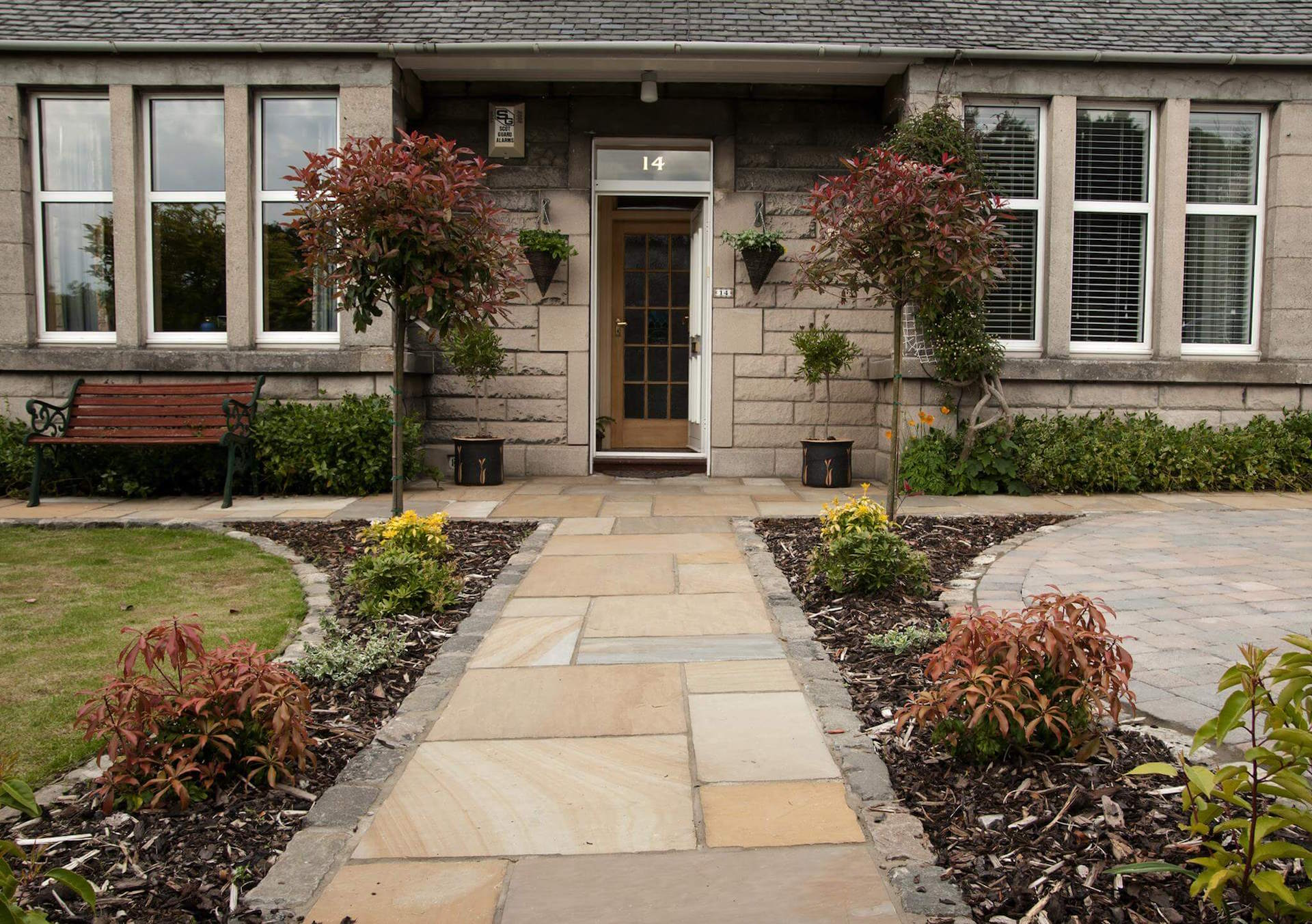 With over 30 years experience, we are paving and landscaping specialists based in Edinburgh.    About us   Our services
