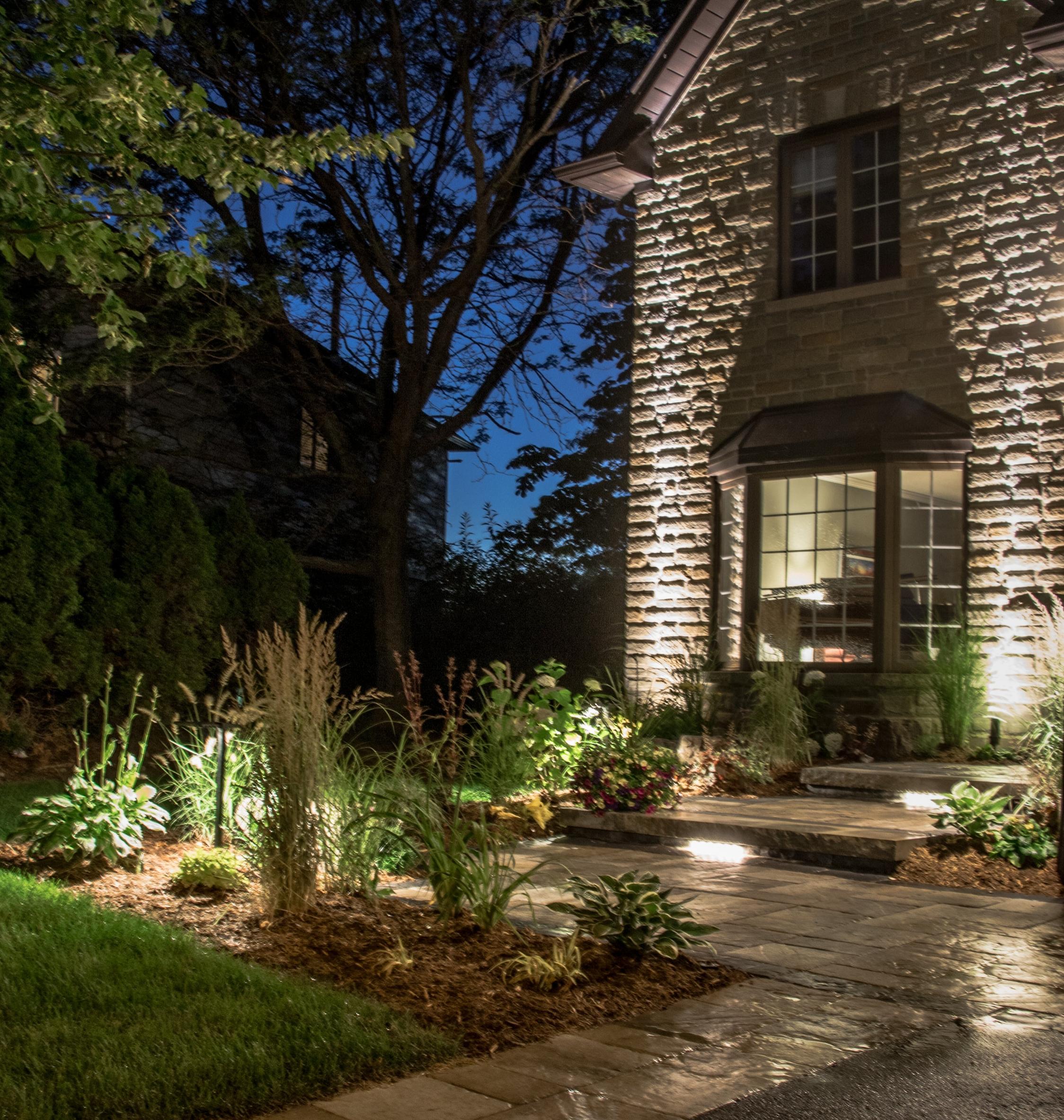 Landscape Lighting - Custom Landscape lighting to suit your home.