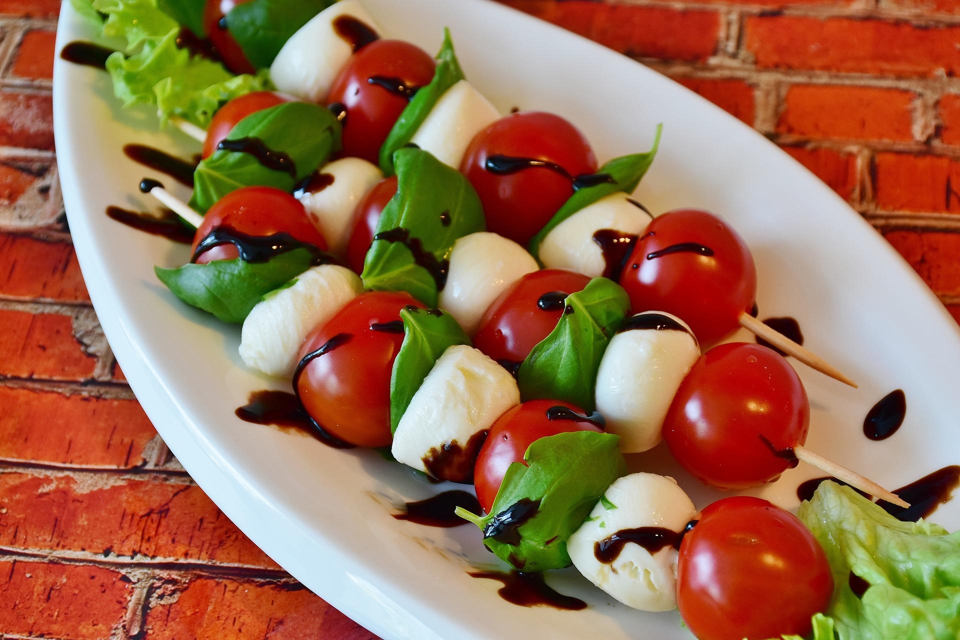 tomato-mozzarella-2367016_1920.jpg