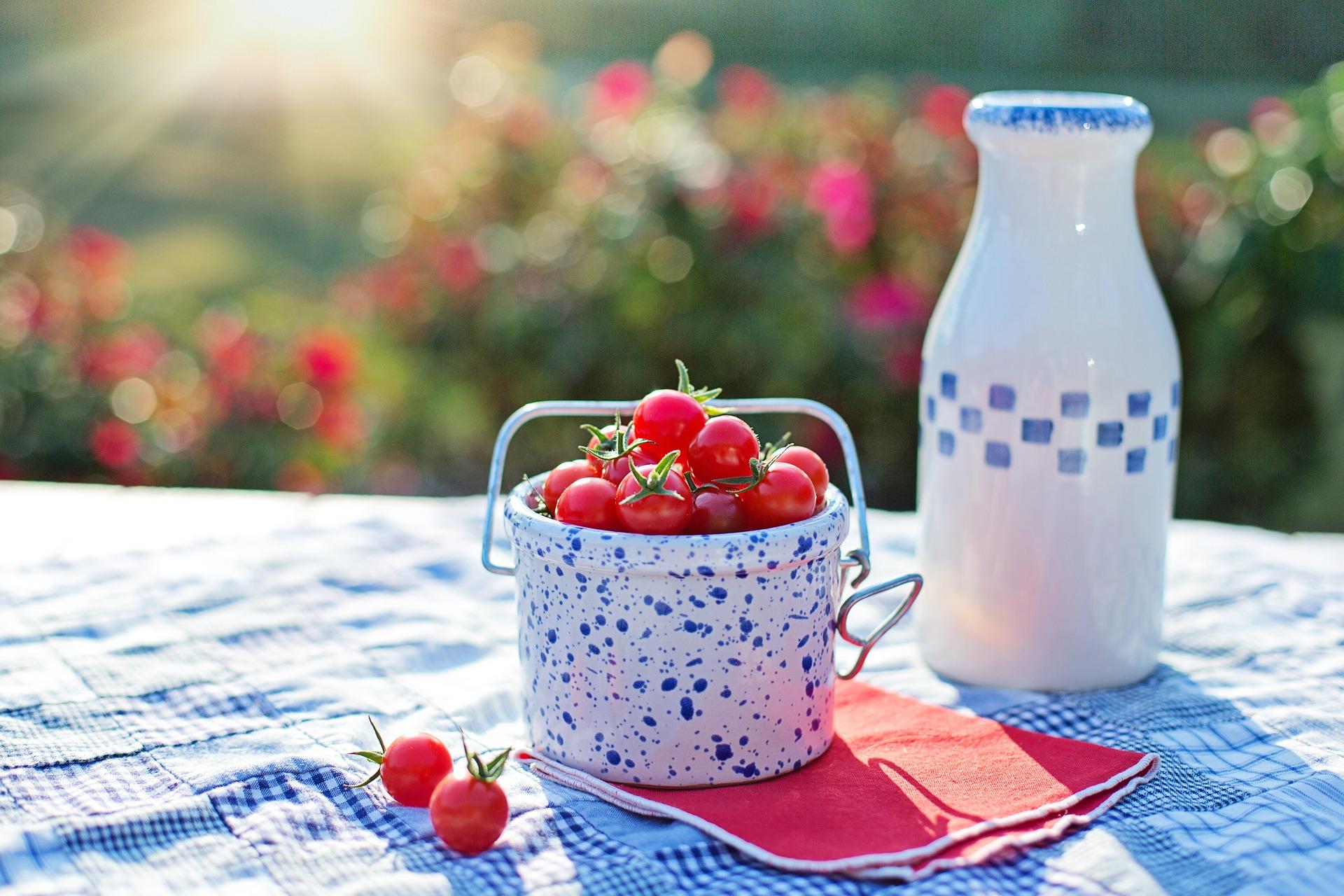 cherry-tomatoes-2566458_1920 (1).jpg