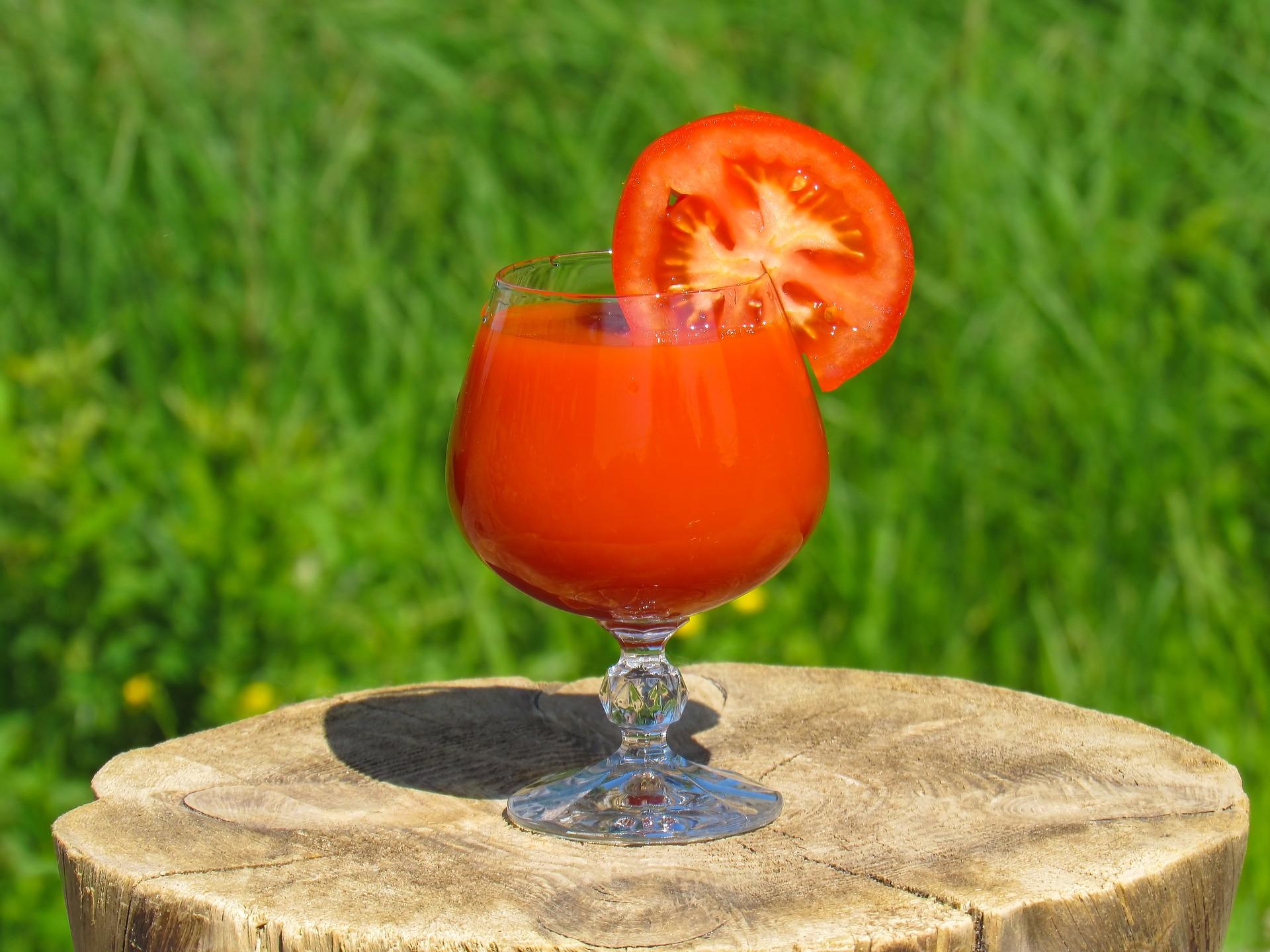 Tomato summer-3219326_1920 (1).jpg