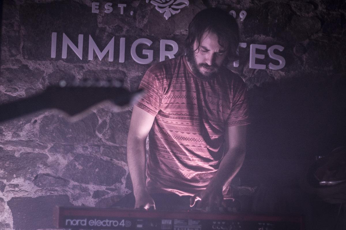 Alucinaciones en Familia (uy) + Nunca fui a un parque de diversiones (ar) en Inmigrantes / Mvd - Uruguay