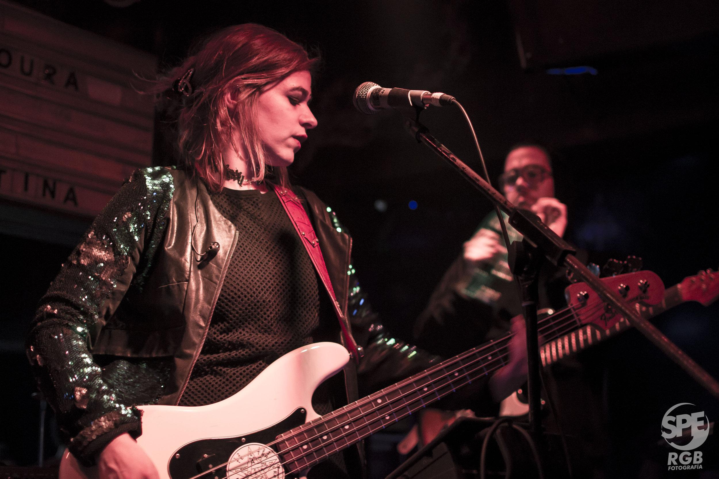 HOLMS + FUS DELEI - 07.06.19 @ PURA VIDA BARLa teatralidad de la banda de  Fus Delei y la energía rockera de Holms juntos en La Plata.