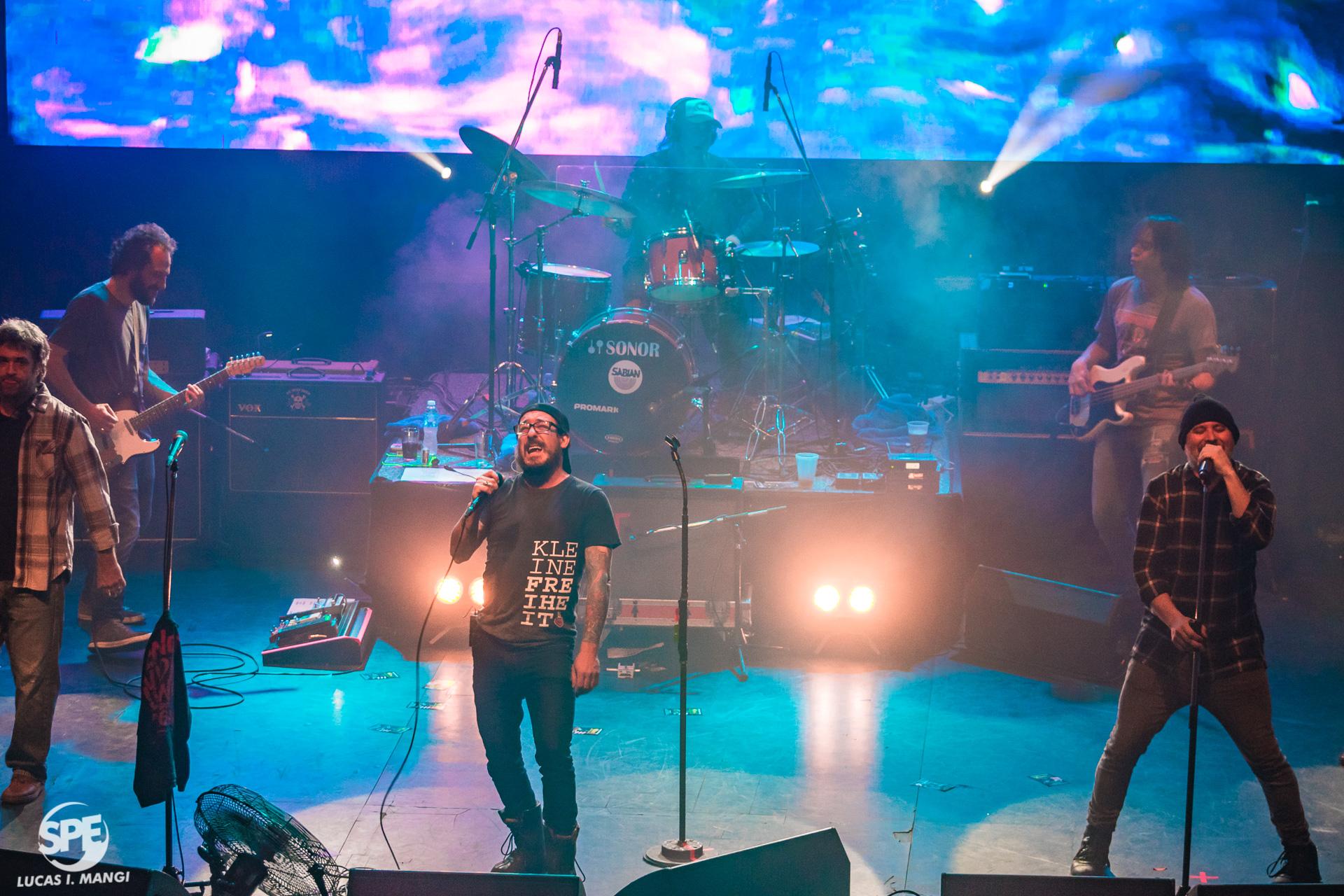 """La banda uruguaya """"La Vela Puerca"""" se presentó en el Teatro Vorterix (Buenos Aires, Argentina) el dia martes 23 de Julio de 2019. """"Los Oxford"""" fueron seleccionados para abrir la noche. 23 de julio de 2019.Foto de Lucas Mangi."""