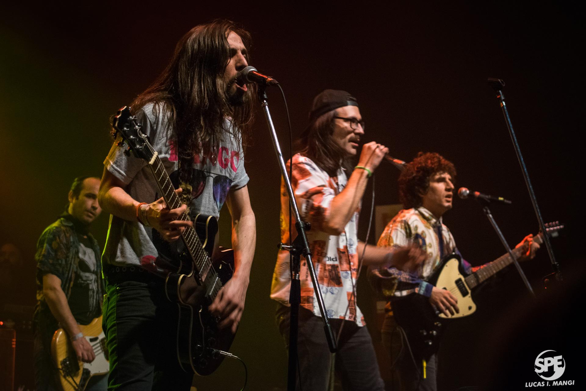 """La banda """"Los Oxford"""" fue invitada en la presentación de la banda uruguaya """"La Vela Puerca"""" en el Teatro Vorterix (Buenos Aires, Argentina) el dia martes 23 de Julio de 2019. 23 de julio de 2019.Foto de Lucas Mangi."""