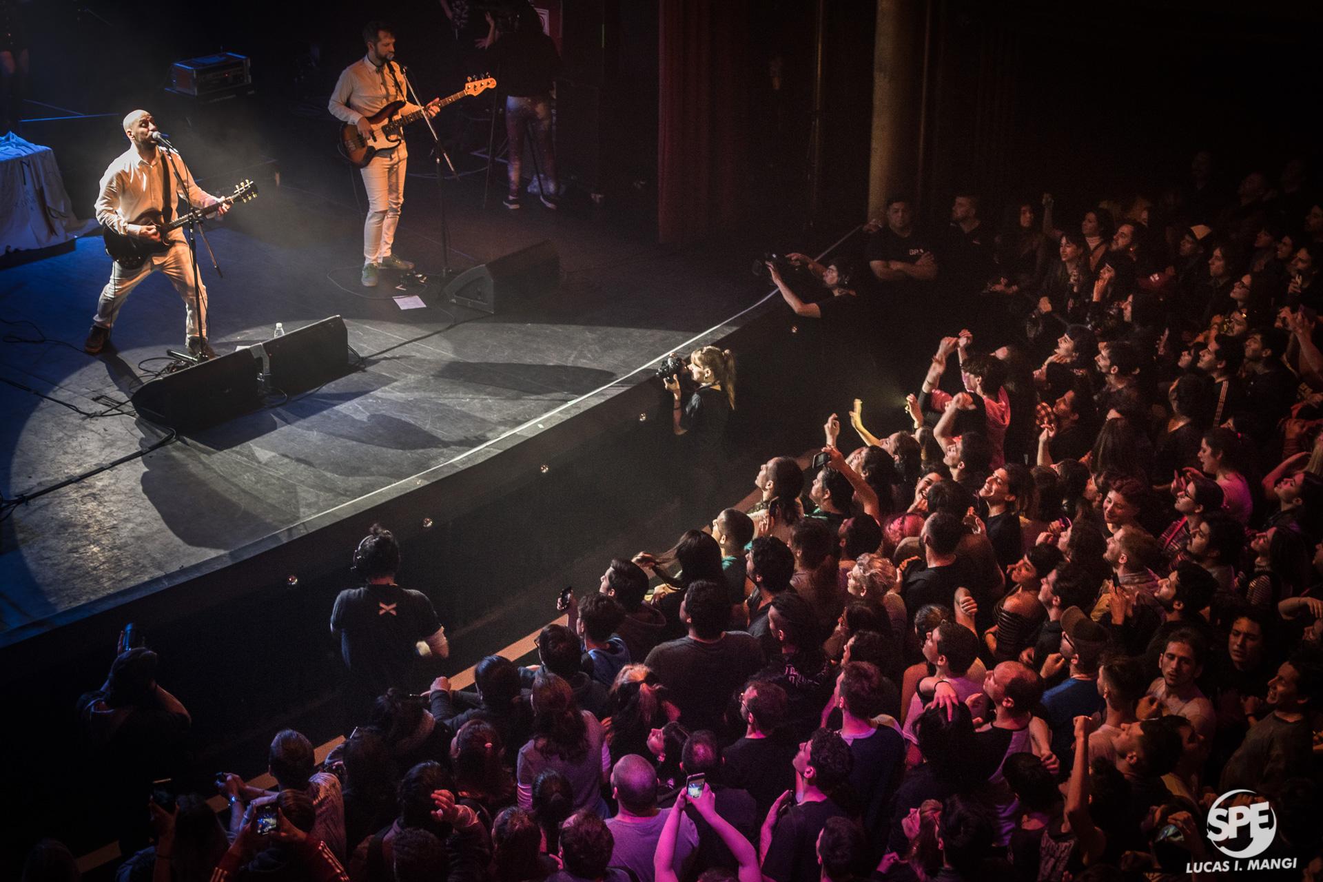"""Integrantes de la banda """"Arbol"""" durante su show en el Teatro Vorterix ubicado en Colegiales, Buenos Aires, el dia viernes 6 de Agosto de 2019. Arbol, agrupación oriunda del oeste del conurbano Buenaerense, retoma su actividad luego de años de silencio. 6 de Agosto de 2019. Foto de: Lucas Mangi"""
