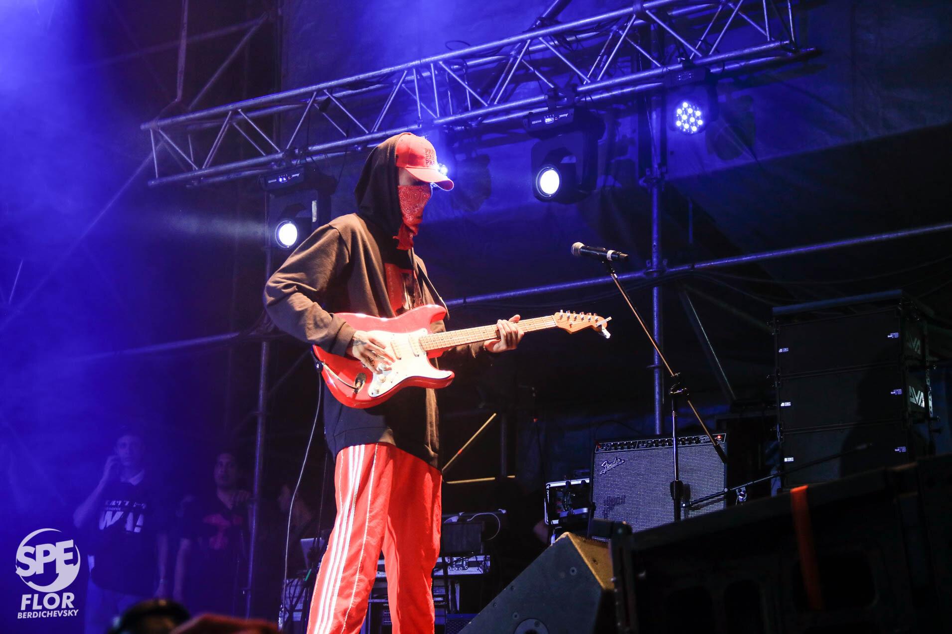 Musico de Wos participa del Festival Futurock en el estadio Malvinas Argentinas, el 28 de Septiembre de 2019. El festival estuvo organizado por la radio Futurock. Foto de: Florencia Berdichevsky