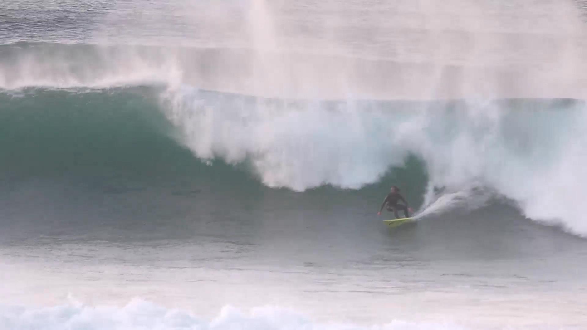 Big Wave in the Basque Country Ingles, with Laurels. Azkena Carrascon.MP4.Imagen fija007.jpg