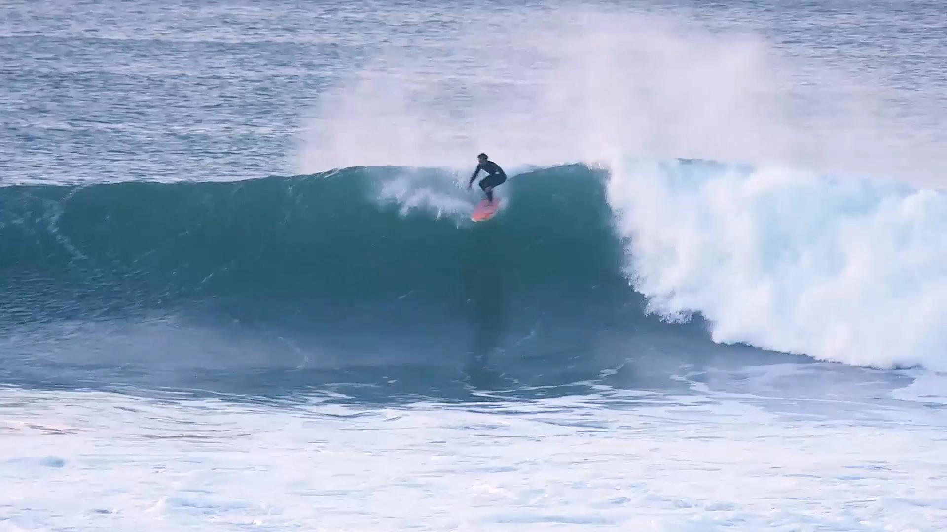 Big Wave in the Basque Country Ingles, with Laurels. Azkena Carrascon.MP4.Imagen fija005.jpg