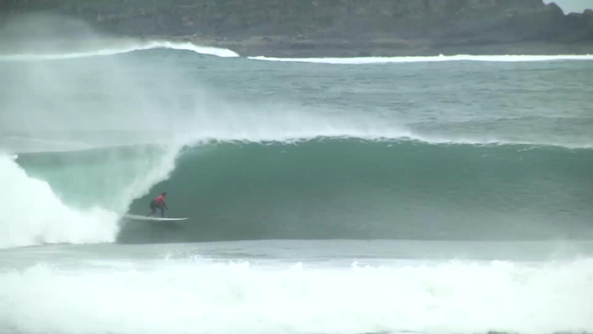 Big Wave in the Basque Country Ingles, with Laurels. Azkena Carrascon.MP4.Imagen fija010.jpg