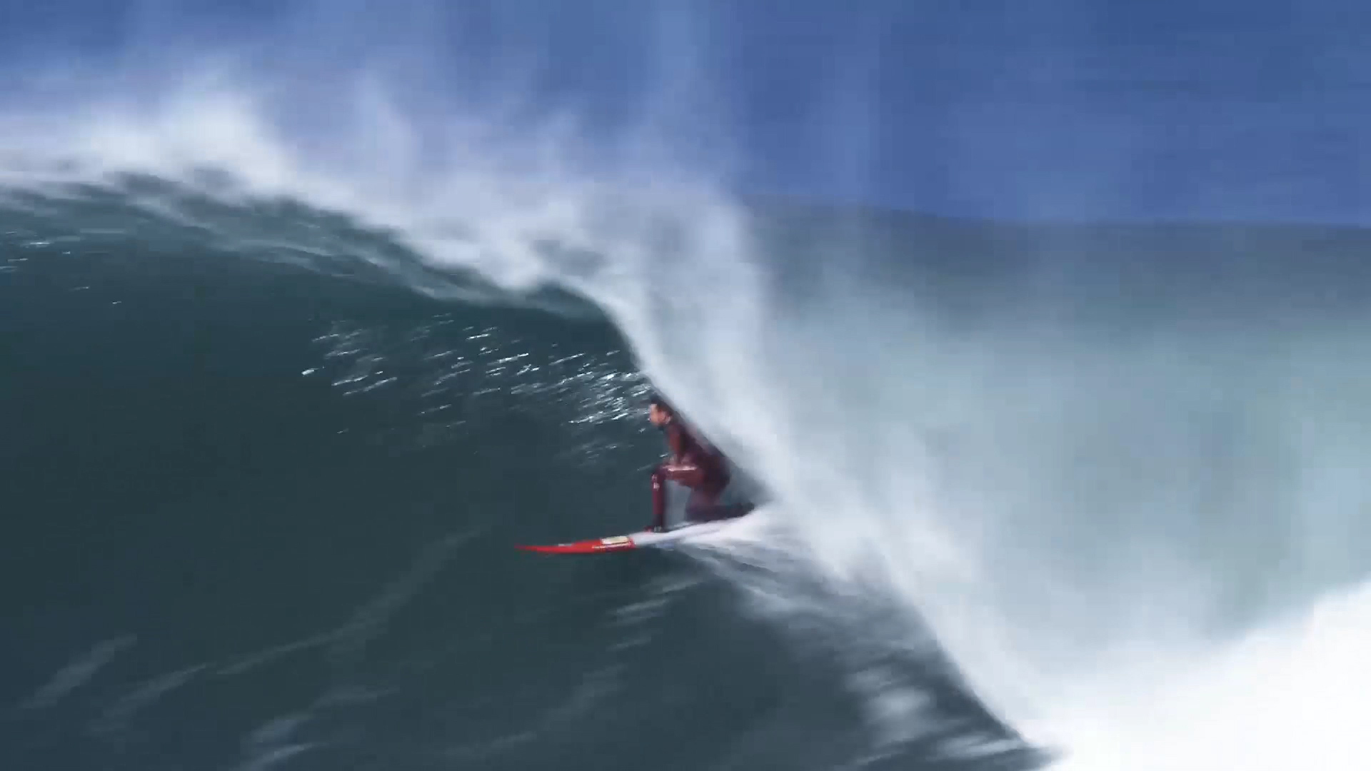 Big Wave in the Basque Country Ingles, with Laurels. Azkena Carrascon.MP4.Imagen fija015.jpg