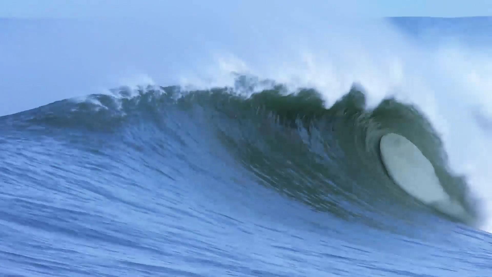 Big Wave in the Basque Country Ingles, with Laurels. Azkena Carrascon.MP4.Imagen fija027.jpg