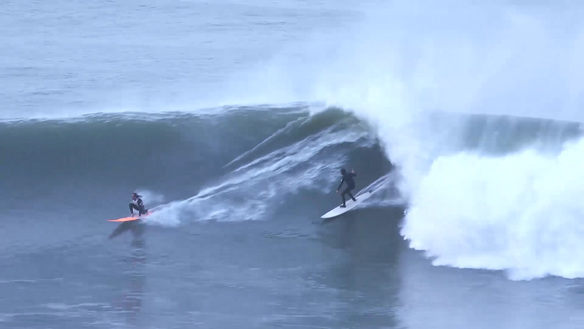 Big Wave in the Basque Country Ingles, with Laurels. Azkena Carrascon.MP4.Imagen fija030.jpg
