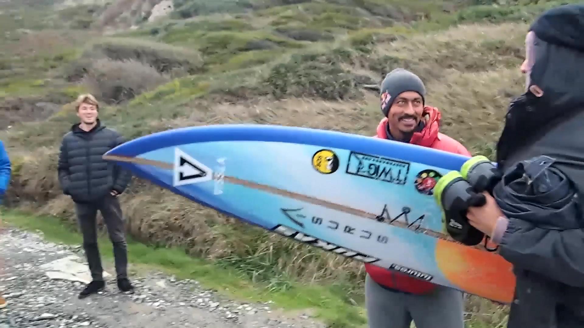 Big Wave in the Basque Country Ingles, with Laurels. Azkena Carrascon.MP4.Imagen fija036.jpg