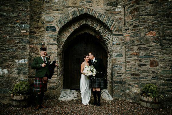exceptionally-chic-isle-skye-wedding-eilean-donan-castle-15-600x400.jpg