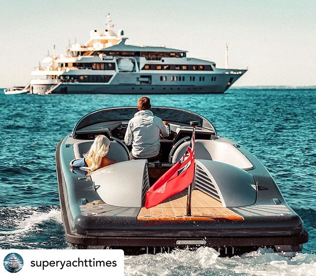 #repost 🔁 @superyachttimes  Arrive at your superyacht in style with the elegant @pascoetenders Landau superyacht tender. #tender #superyacht #landau #style #luxury #yachting