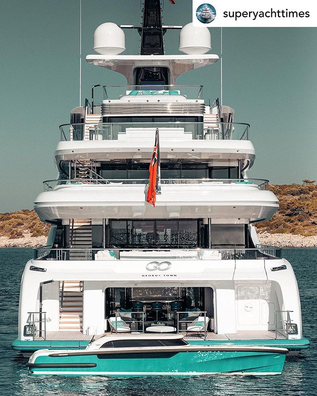 #throwbackthursday to @superyachttimes post of the Pascoe 9.6m SL Limousine and matching mothership, M/Y GO. #repost #superyacht #superyachttimes #mothership #luxury #tender  Photo by @guillaume_plisson
