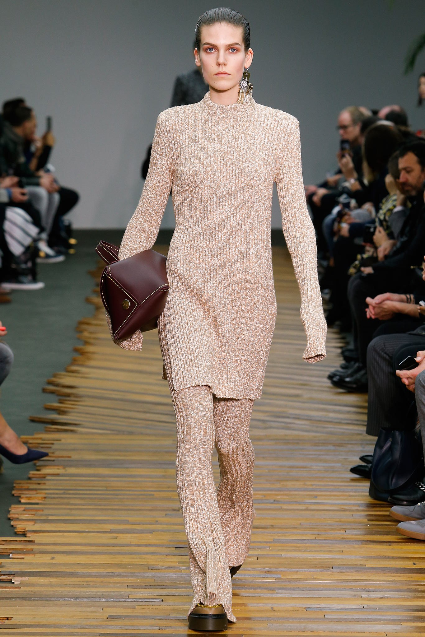 The long, stretchy silhouette has created an unforgettable trend and inspired everybody from high-end designers such as Victoria Beckham to high street brands such as Zara, Mango.