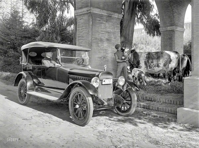 Old Touring car.jpeg