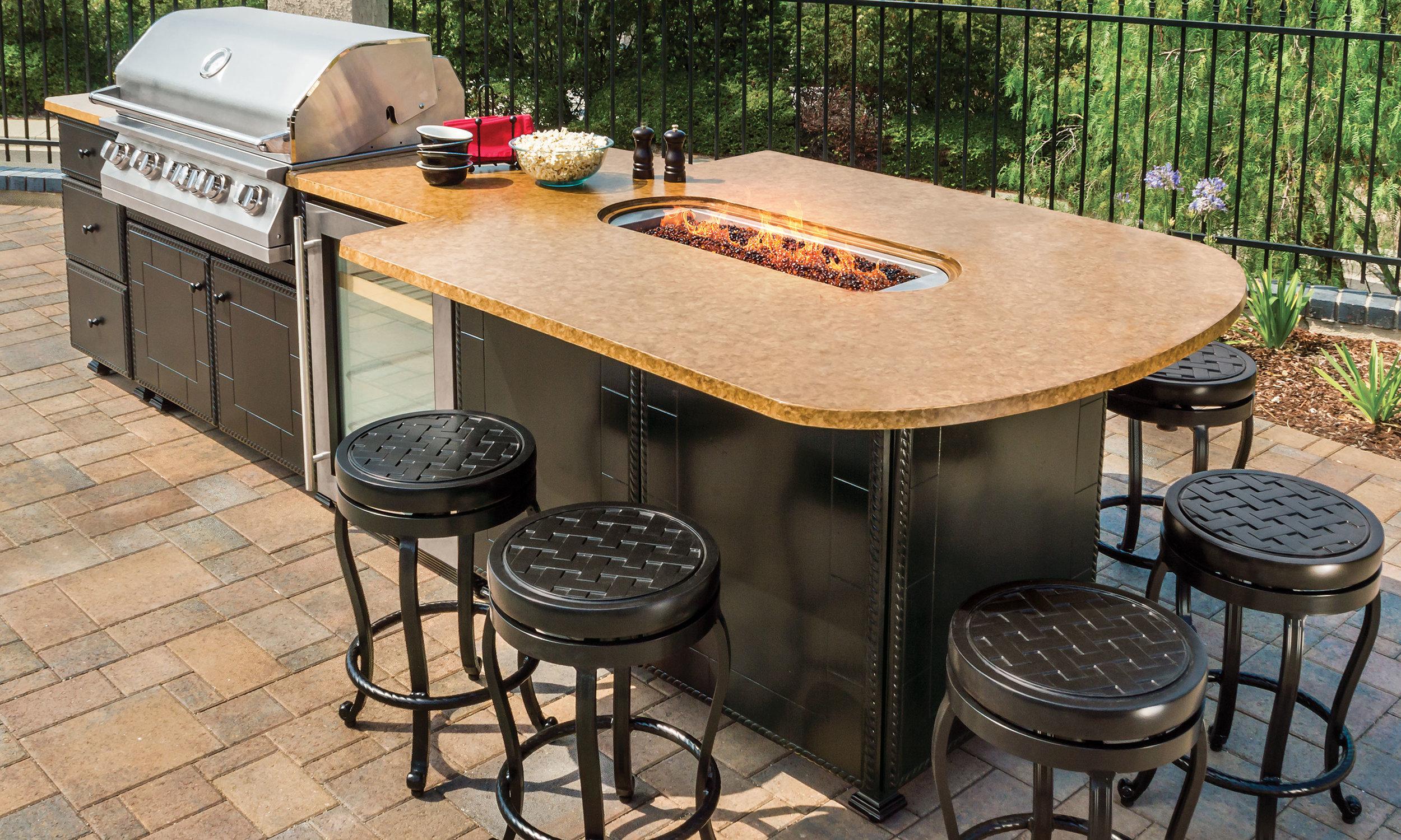 outdoor-kitchens_kitchen-islands_grill-fire-pit-island_10-l.jpg