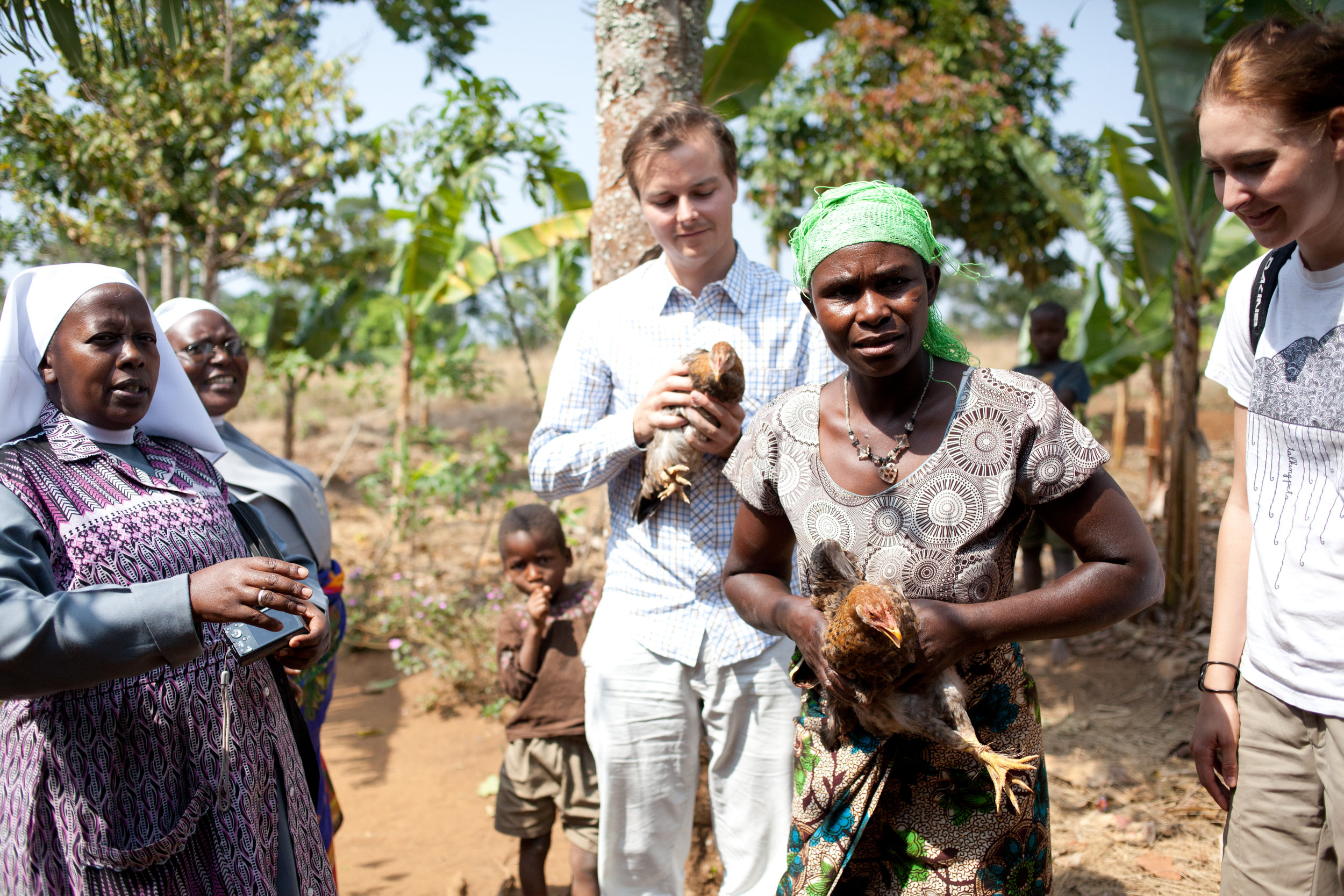 Lokal - Wir arbeiten mit den St. Therese Schwestern in Tansania zusammen. Sie kennen die Situation der Waisen genau und können so beste Hilfe leisten.