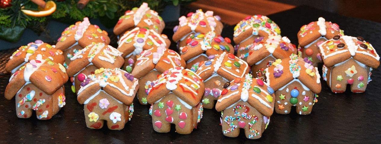 gingerbread-house-1101454__480.jpg