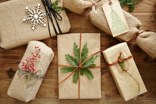 DIY-Christmas-gift-wrapping-ideas-natural-materials-rustic-style-gift-topper-ideas.jpg