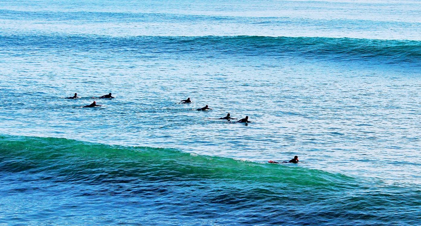 6 surfers
