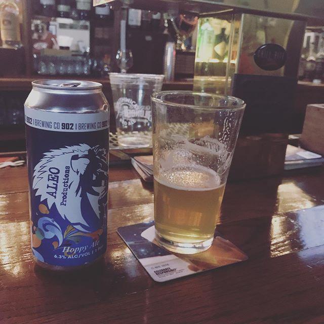 Hanging at @thelatestnoise open jam at @finneganshoboken drinking ALEObrew with Ribyat! #ALEObrew @902brewing