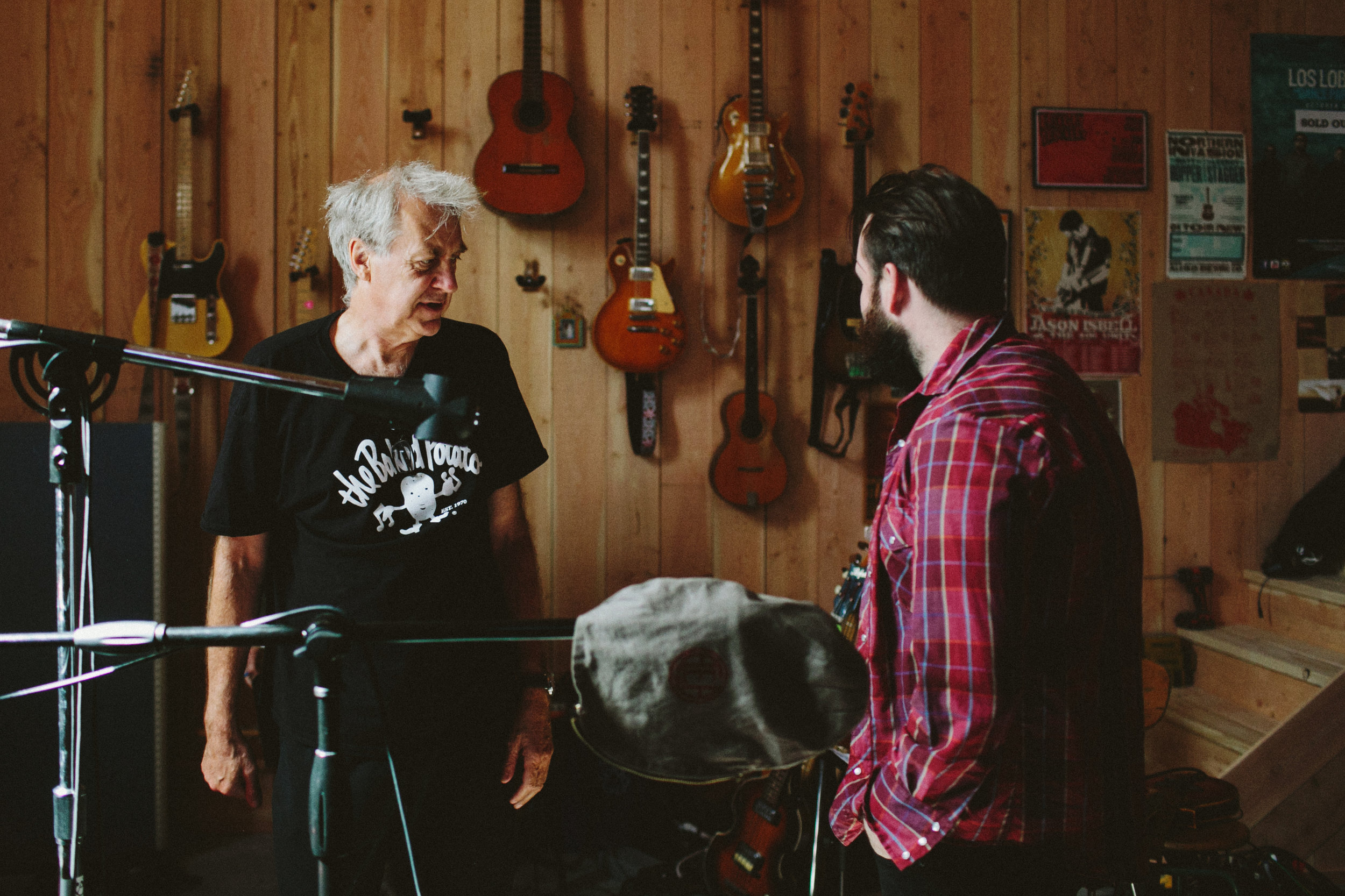 The Legendary Pete Thomas and Leeroy sort out some last minute drum business.